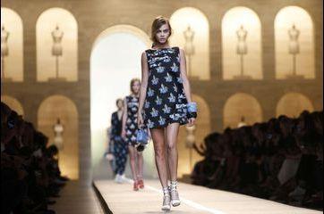 Chez Fendi, Karl Lagerfeld enchante Milan