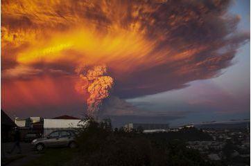 Au Chili, le volcan Calbuco souffle encore