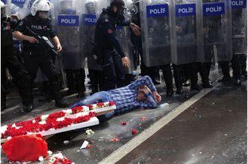 Place Taksim, les Turcs voulaient fêter le 1er mai