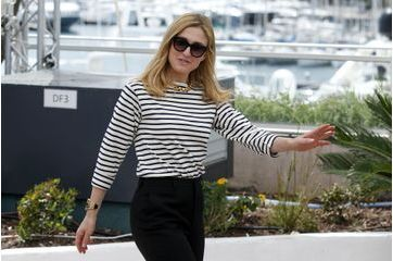 """Julie Gayet, enjouée pour défendre """"Le Trésor"""""""