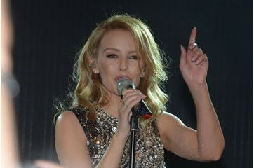 Kylie Minogue réchauffe la Croisette