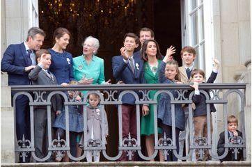 Margrethe, bien entourée au balcon