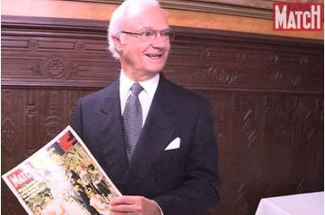Le roi Carl XVI Gustaf de Suède reçoit un exemplaire historique de Paris Match