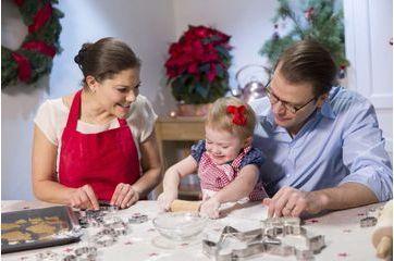 En vidéo, Estelle de Suède fait des gâteaux avec papa et maman
