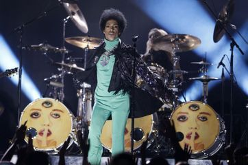 Paillettes, come-back et huées aux Billboard Awards