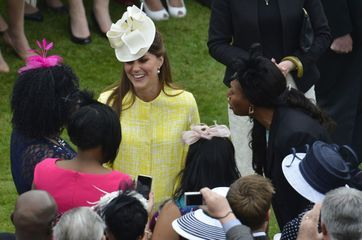 Kate ensoleille la garden party de Buckingham
