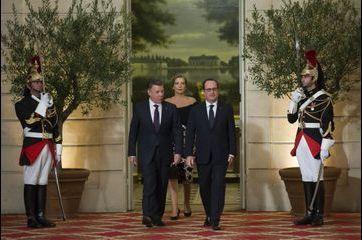 François Hollande reçoit le président colombien
