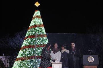 La famille Obama allume la Maison Blanche