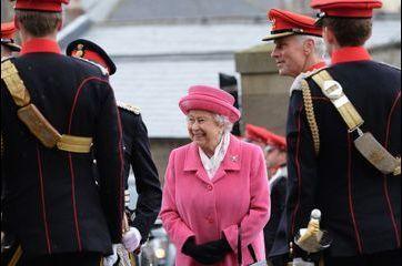 Elizabeth fait un clin d'œil à la petite princesse