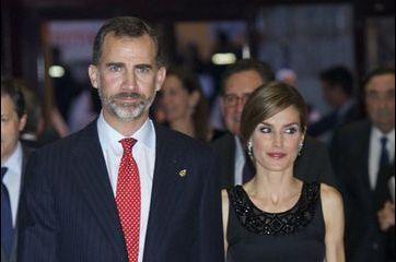 La reine Letizia resplendissante au bras de Felipe
