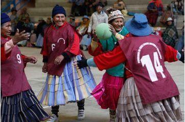 Les grands-mères handballeuses d'El Alto