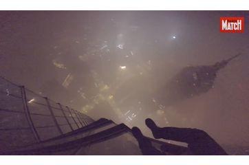 La tour qui s'élève au-dessus des nuages