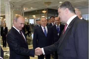 A Minsk, une poignée de mains symbolique