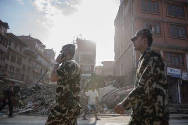 Népal: la course contre la montre