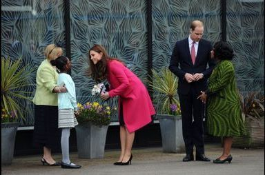 Kate, superbe et épanouie, ressort le rose