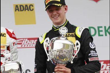Beaux débuts en Formule 4 pour Mick