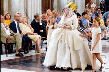 Beatrix face aux mythes du Palais royal d'Amsterdam