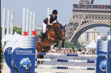 En selle au pied de la Tour Eiffel