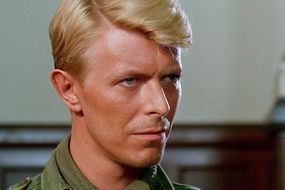 La télévision célèbre David Bowie