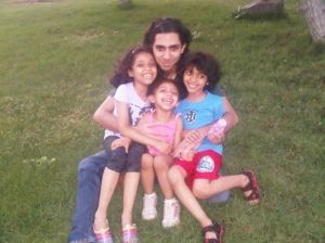 194290_Raif_Badawi_with_his_kids.