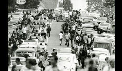3-photos-culture-musique-woodstock-portfolio-sur-la-route-Woodstock-Georges Beutter--