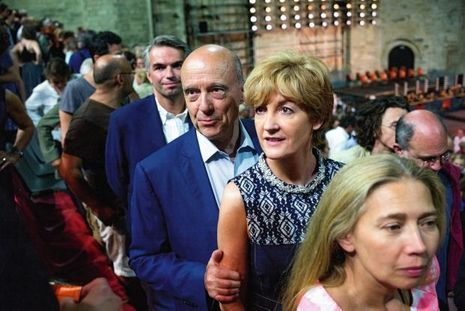 Alain et Isabelle Juppé à Avignon, dans la cour d'honneur du palais des Papes, pour la représentation de « Yitzhak Rabin : chronique d'un assassinat », d'Amos Gitaï.