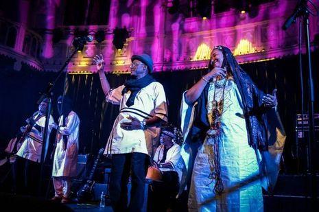 Le groupe Ali Farka Touré Band sur la scène à Bamako en avril 2017