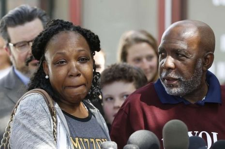 Andrew Leander Wilson et sa fille, lors de sa sortie de prison jeudi.