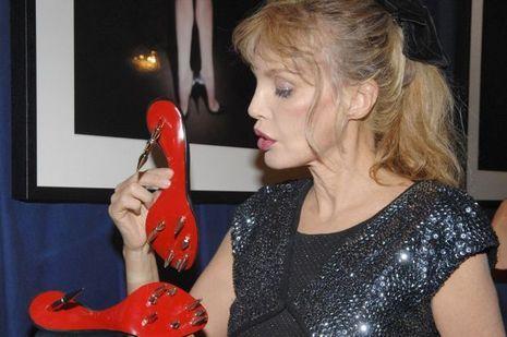 """Arielle Dombasle lors de l'exposition """"Fetish"""" à Paris en 2007"""