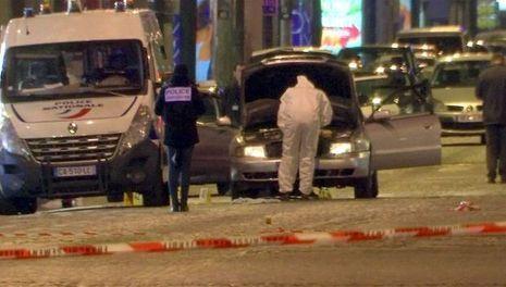 La voiture du tireur des Champs-Elysées, qui a abattu un policier, Xavier Jugelé, le 20 avril.