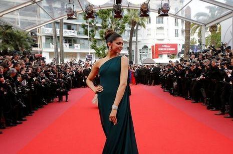 Au Festival de Cannes, le 18 mai 2017. Elle est l'actrice la mieux payée d'Inde.