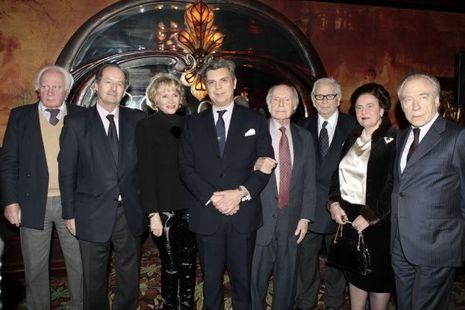 Autour de Pierre Cardin, le jury comprend Jean-Marie Rouart et René de Obaldia, de l¹Académie française, Anne de Lacretelle et Eve Ruggie...