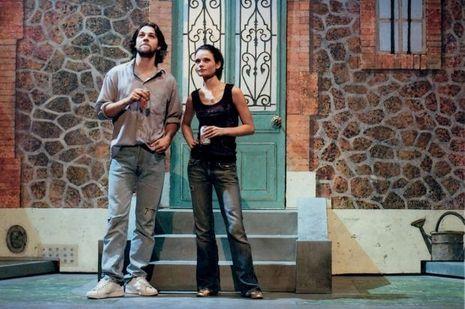 Avec Arthur Jugnot dans «Un baiser, un vrai», en 2004.