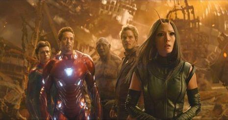 Avengers : la rencontre des super-héros. Mantis avec Iron Man (Robert Downey Jr) et Star-Lord (Chris Pratt)