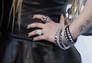 Avril-Lavigne-bague-de-fiançailles