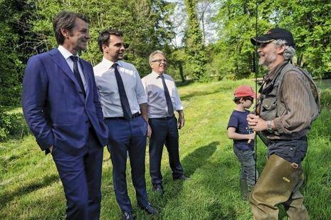 Le 17mai, près de Verdun, «à la pêche aux voix» à côté du candidat Pierre Régent, dans le domaine de pêche à la mouche de Sommedieue.