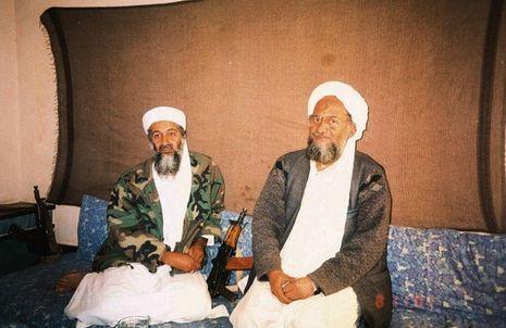 Ben Laden et l'actuel leader d'Al Qaida, Al-Zawahir, en novembre 2001.