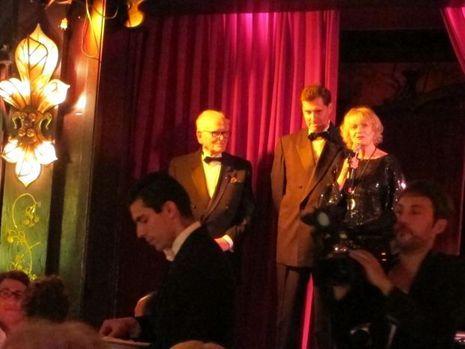 Cardin et Eve Ruggieri au micro pour présenter le livre de Jean-Pascal Hesse (au centre) -