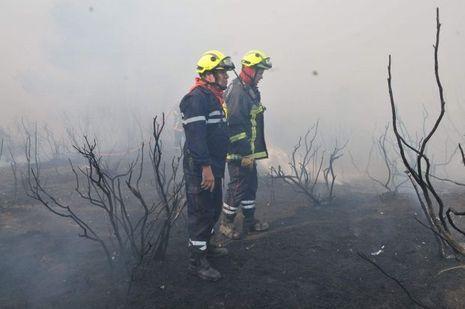 Deux pompiers qui sont intervenus à Bormes-les-Mimosas : au premier plan Jean-Luc Decitre, président de l'union départementale des pompiers volontaires.