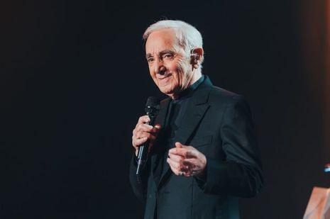 Charles Aznavour était à l'AccorHotels Arena jeudi soir.