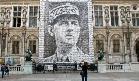 Charles de Gaulle, portrait sur l'hôtel de ville de Paris, juin 2010-