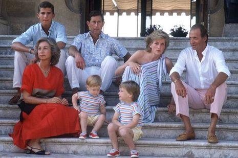 Charles, Diana et leurs fils avec Juan Carlos, Sofia et Felipe à Palma de Majorque le 9 août 1986