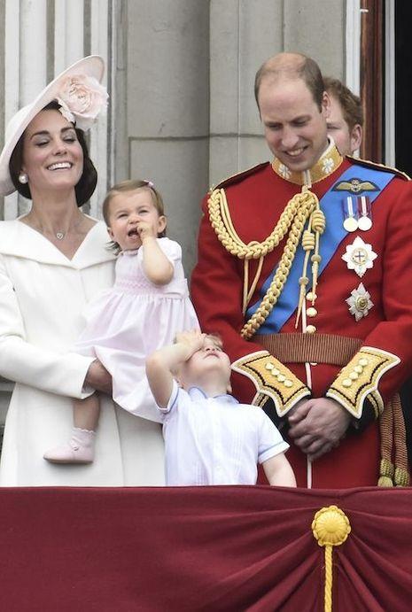Charlotte a fait sa première apparition au balcon de Buckingham comme son arrière-grand-mère, quatre-vingt-neuf ans plus tôt.