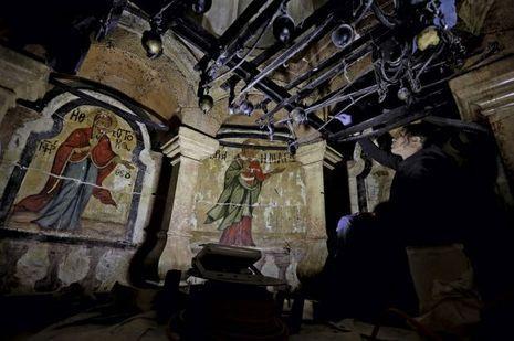 Restauration de huit fresques. Certaines représentent les femmes qui auraient découvert le tombeau vide après la Résurrection.