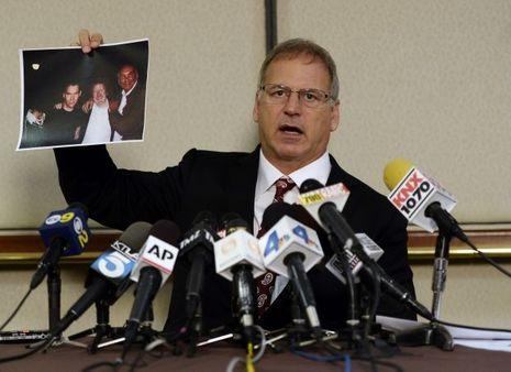 Jeff Herman a dévoilé des clichés du plaignant en compagnie de Bryan Singer peu avant l'agression présumée.