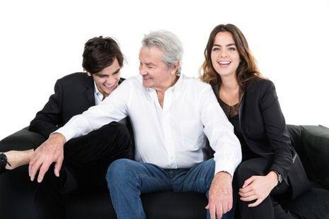 Fou rire partagé entre père et fils. Pour ses enfants, la fibre comique d'Alain Delon n'a pas été assez exploitée : « Il est drôle et il adore se marrer. »