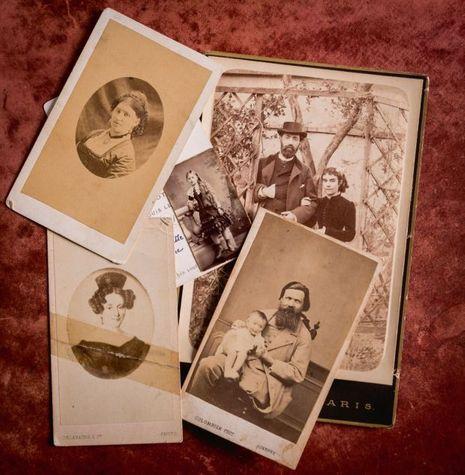 Photos de famille. De g. à dr. et de haut en bas : Sido, Juliette et son mari, le Dr Roché ; la mère de Sido ; le capitaine Colette avec Léo.