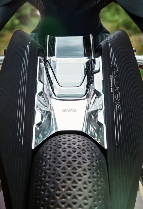 Dotés de sculptures à la densité variable, les pneus font office d'amortisseurs en adaptant leur dureté à la nature du revêtement rencontré.