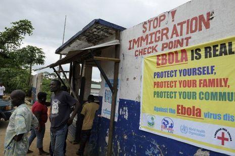 Des barrages ont été mis en place au Libéria afin d'éviter aux habitants de rejoindre les régions les plus touchées par le virus.