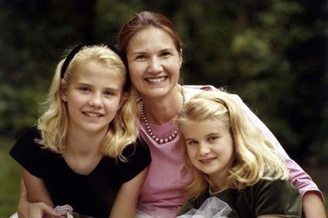 Elizabeth Smart, sa petite soeur et sa mère, avant le kidnapping de la jeune femme.